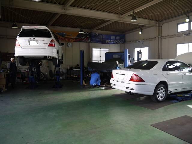 工場内で様々な整備・修理を行っております。
