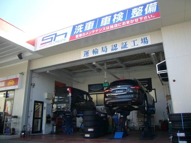 大きな車でも持ち上げられるリフトは国産車から大きな輸入車まで対応しております!