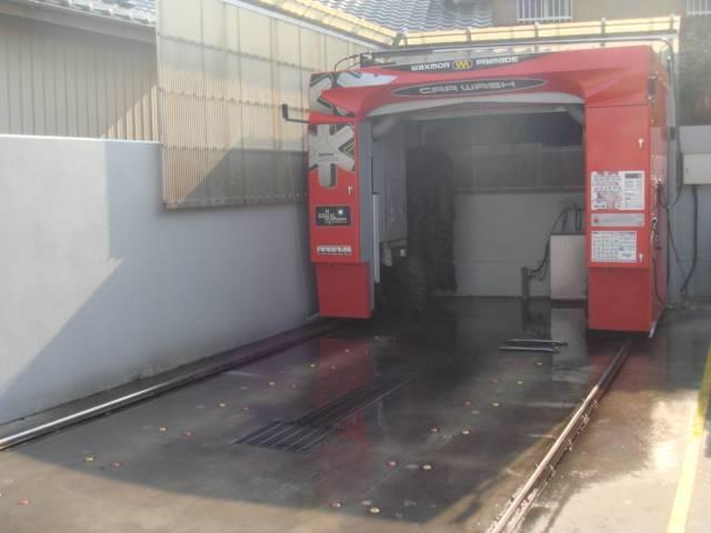 最新の洗車機を完備しております!車を傷つけることなくピカピカにしてくれます!様々なサイズの車も対応!