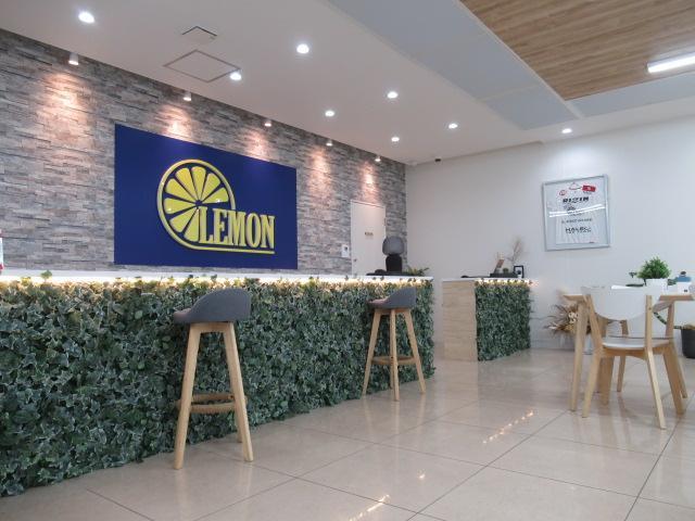 系列店の軽自動車れもんオート専門店120台以上の在庫からお選び頂けます♪