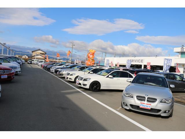 広大な敷地に軽自動車・普通車・輸入車・未使用車等を常時100台以上展示!