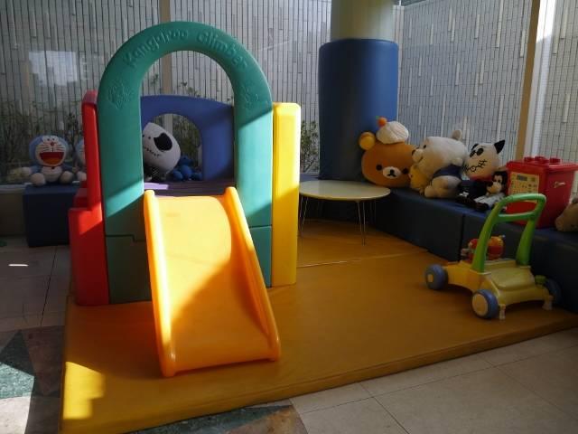 お子様が遊べるキッズルームも完備しております♪ご家族のお客様でも安心してご来店いただけます!
