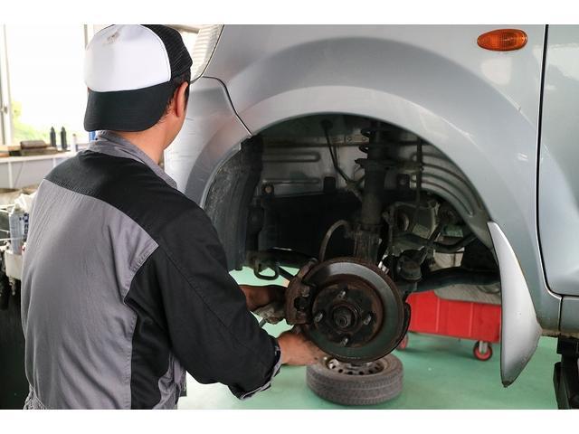 年間1,000台以上の車検実績。整備スタッフの経験量が違います。サービス、スピードにご納得頂けます