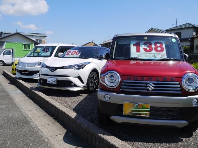 展示場も、道路を挟んだ反対側にございます。新車・中古車の販売のご相談も長谷川自動車へおまかせ下さい!