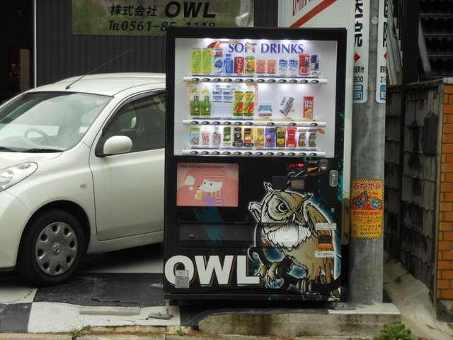 この自動販売機が目印です!