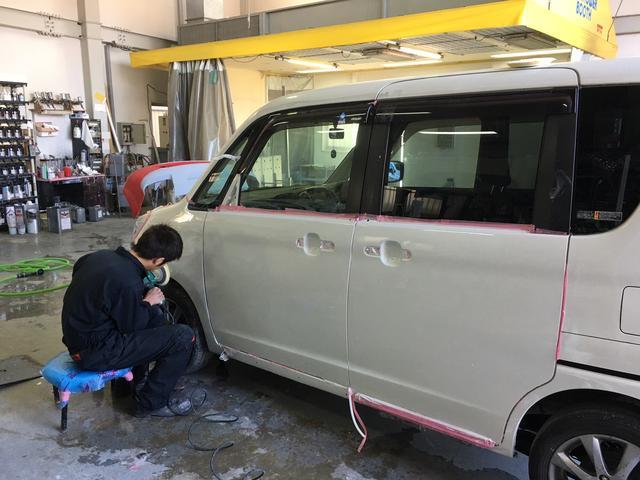 鈑金作業も得意です。保険修理なども迅速に対応。熟練の職人がお客様の愛車をケアします