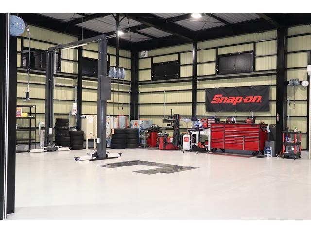 大型車両も積載出来ますので、お車の納車・引き取り・レッカー等にも対応致します。
