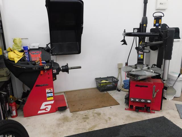 スナップオン製最新タイヤチェンジャー&バランサーも導入しています。22インチまで対応しています!