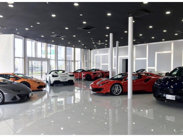 セールスコンサルタントがお車の情報やお客様に合った購入方法を丁寧に説明致します。
