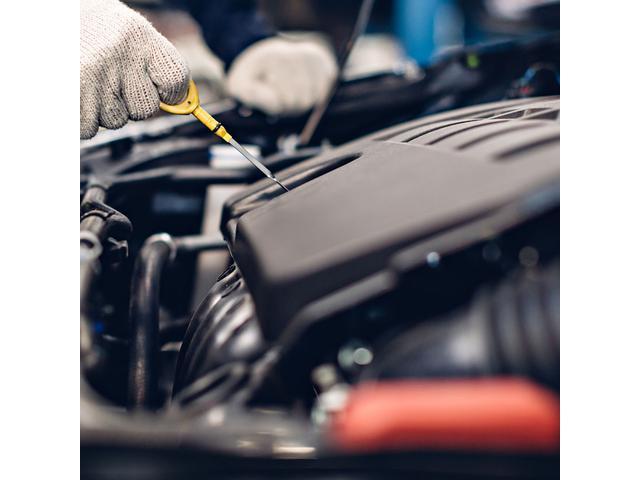 安心の自社工場にて、知識豊富な専門スタッフがお客様の大切なお車を責任持って整備させていただきます。