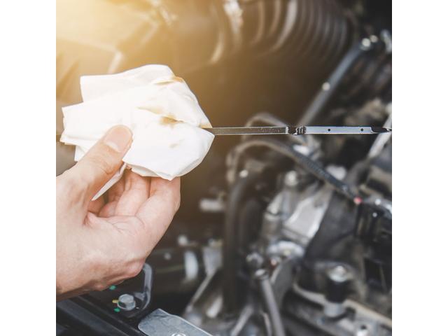 a.m.k では価格・性能に自信を持てる選りすぐりのエンジンオイル3種類から選択が可能です。