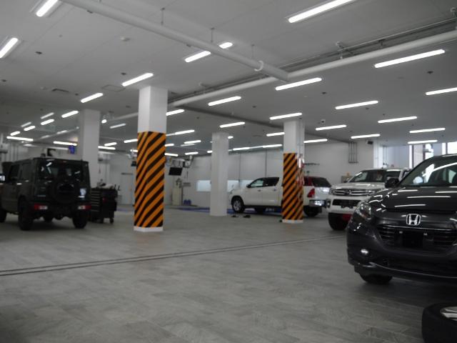 店舗敷地内に整備用工場がございます!愛車のメンテナンスは「整備のプロ」スタッフがご担当致します。
