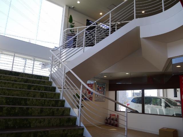 入口に入っていただき2階がお客様スペースとなっております。