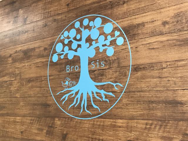 Bro-Sisとは英語のBrotherとSisterをあわせた造語です。