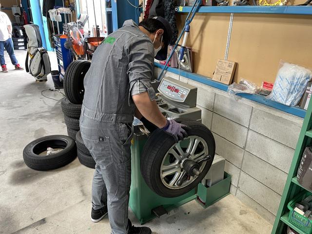タイヤ交換後にタイヤのバランスもバッチリ調整します!