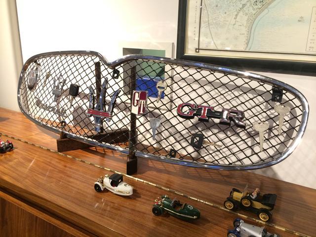 いつ来ても楽しんで頂けるように、お客様協力のもと、めずらしいミニカーなどの展示もしています。