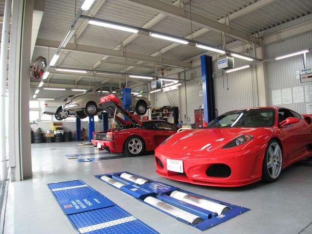 自社工場は運輸局指定工場ですのでスピィーディな車検も対応可能です。