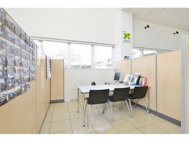 プライベートな時間だから商談スペースもゆったりとした空間を用意!お客様の多様なニーズにお応えします!