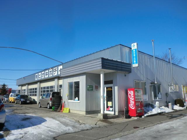 当社は自社板金・塗装工場を完備いたしております。