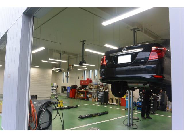 オイル交換・タイヤ交換から車検まで承ります。お車のメンテナンスはお任せ下さい!
