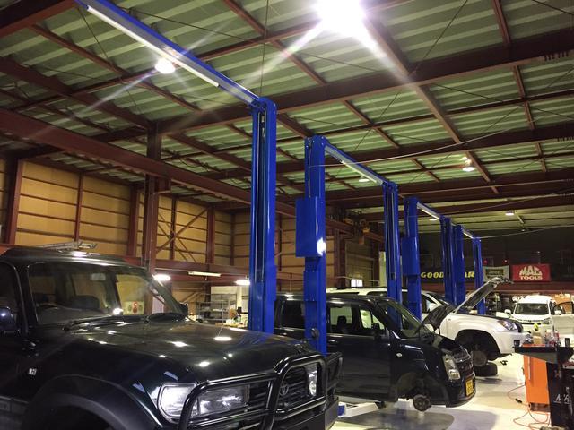 自社認証工場ですので、一般整備や車検整備等々経験を積んだ整備士がお客様の大事なお車を整備致します!