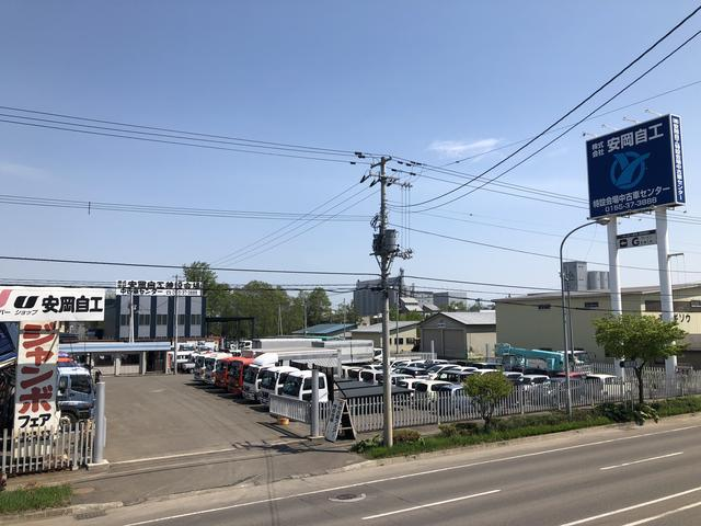 ㈱安岡自動車工業 クレーン付車展示場(2枚目)