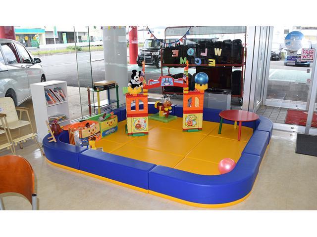 ファミリー様でのご来店でも安心!お子様が楽しく過ごすことができるキッズコーナーもご用意しております!