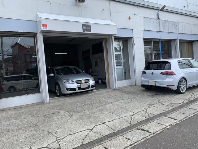 店舗前の敷地は当店の駐車場ではありませんので、ご来店の際は正面入口前にまずはお停めください。