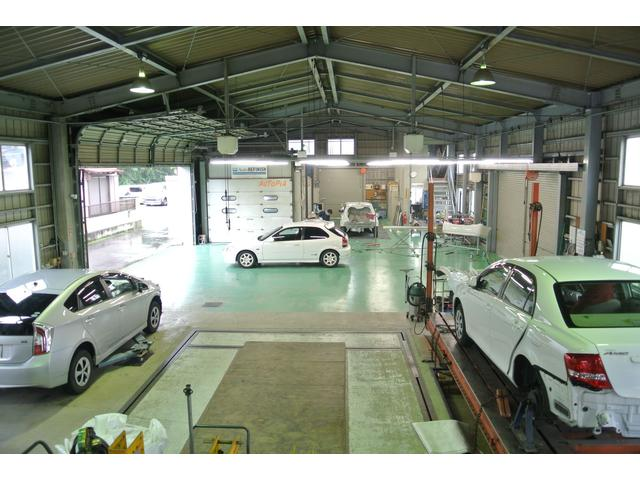 大型整備工場です。車検・点検・一般修理・各種メンテナンス・タイヤ交換・パーツ取り付け。