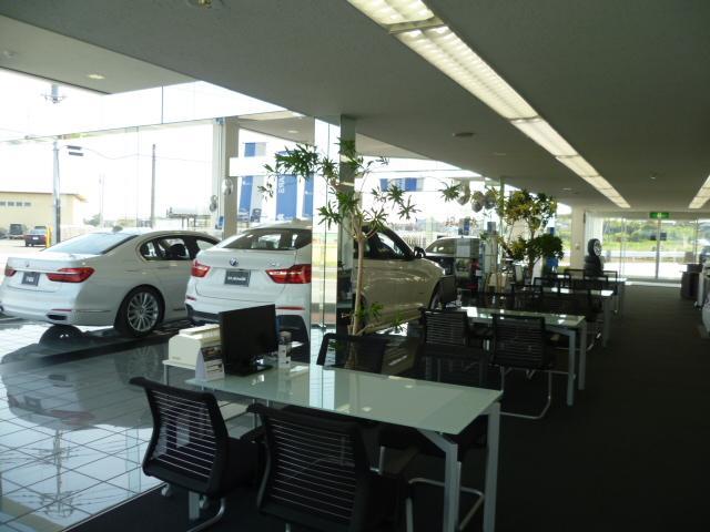 広々商談スペースをご用意しております。お子様連れのお客様も安心の大型テーブルもご用意しております!