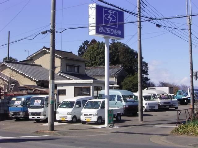 【中展示場】栃木街道沿い。小型車から中型車中心の展示場です。スタッフが不在の際には御連絡下さい。