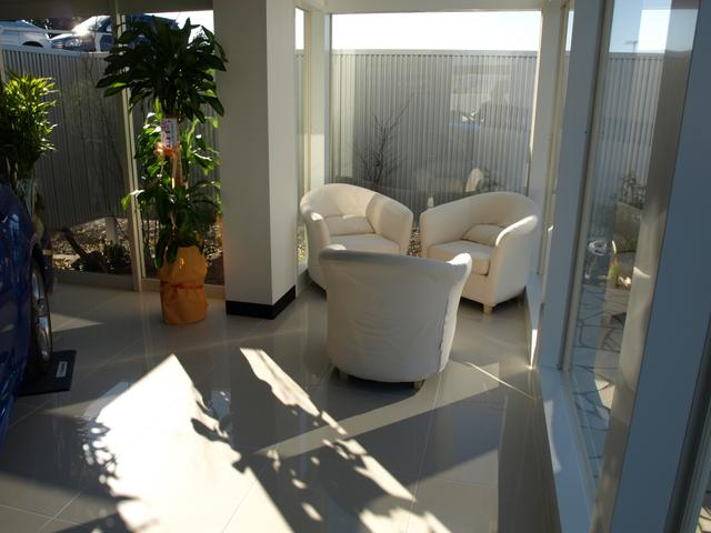暖かい日差しの中寛ぎながら商談頂ける様特別な空間を御用意致しました。