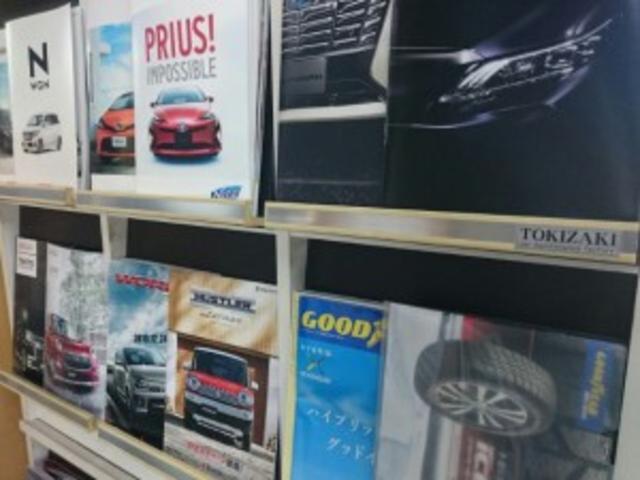 店内には新車カタログを沢山ご用意しております!