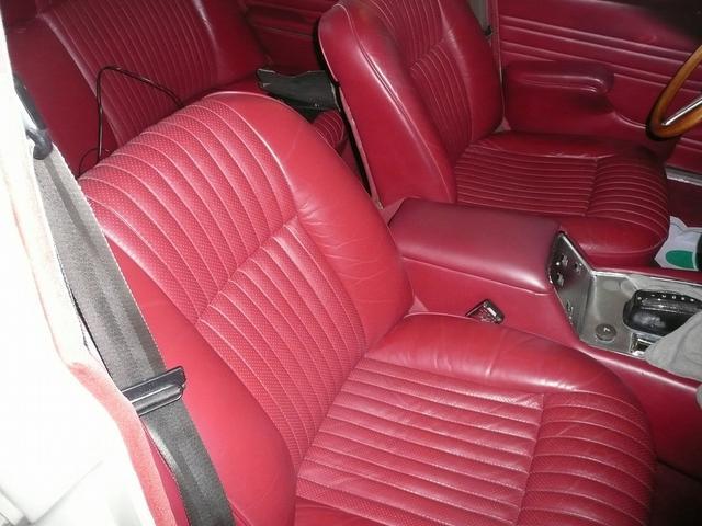 内装リペア修理もお任せ下さい。お車の印象もガラリと変わりますよ!
