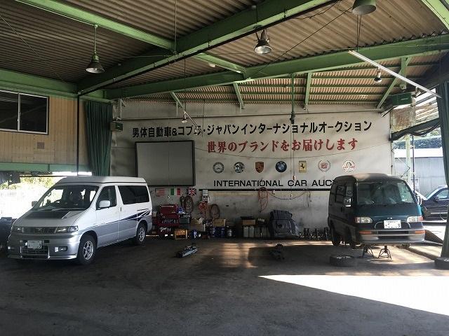 塗装は当社の経験豊富なスタッフが1台1台お車に合わせた色を調合して施します。