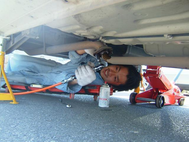 ディーラーでの整備経験者(国家2級整備士)が、納車前はもちろんアフターも担当します。お任せ下さい。