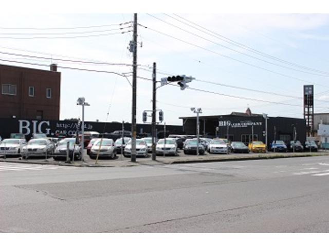 交差点に面していますので黒の看板が目印です。