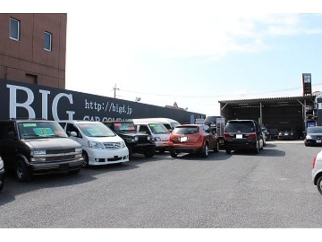 認証工場完備 常時整備、カスタム待ちのお車が入っております。