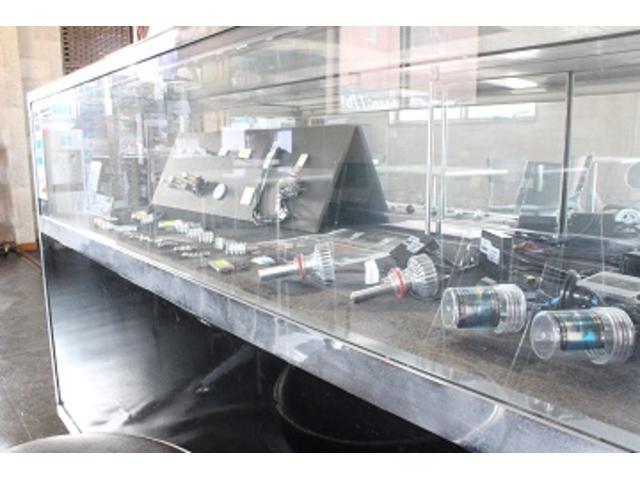 自社で海外で制作輸入しているHID、LEDです。保証できます。