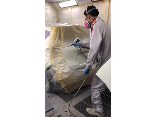 バンパーやドアの虚っとしたキズ凹み修理も職人が確りと直します。