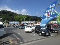 国道246号沿いにある西湘地区最大級の展示場には常時200台以上の展示車両がズラリ★