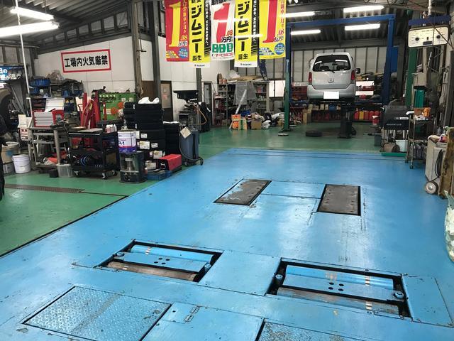 工場内に検査ラインがございますので、立ち合い車検もできます。