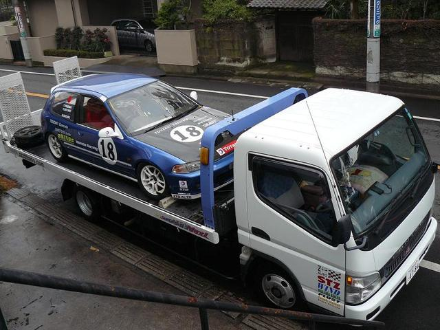 自社積載車も完備。関東全県(離島を除く)どこでも最大2万円で登録、納車致します。