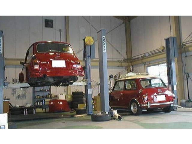 充実した設備の自社工場にて徹底整備を施し、FIA全車保証付にて納車致します。