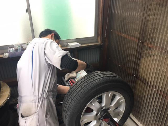 タイヤのバランサーも御座います。走行時の違和感やタイヤの片摩耗なども改善されるケースも御座います。
