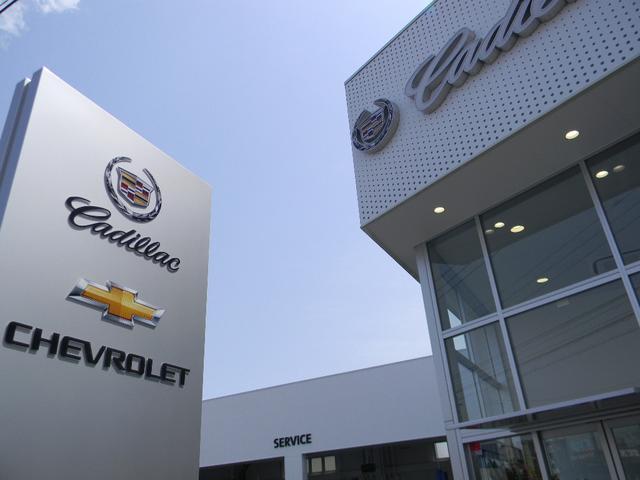 目印はキャデラックとシボレーのロゴ!群馬県で唯一の正規ディーラーです。試乗車もご用意致しております!