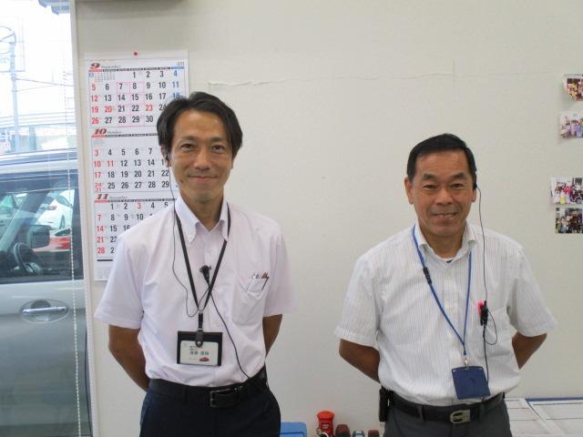 販売スタッフの遠藤(左)とスタッフの杉本(右)です。