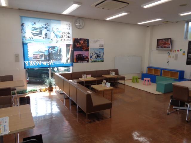 トヨタモビリティ東京(株)U-Car八王子店(4枚目)