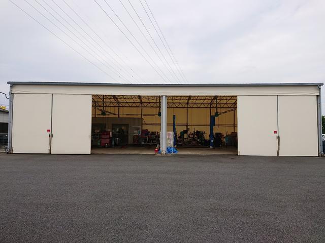 ウルトラ車検市原 整備工場の外観