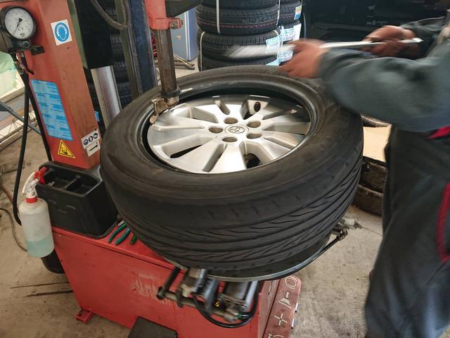 ウルトラ車検市原 タイヤ交換承ります